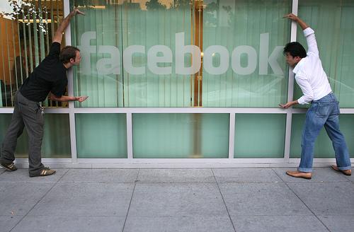 Facebook: Vi er blevet hypersociale